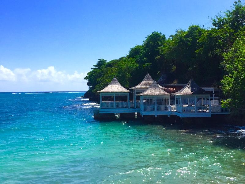 Jamaika Einreisegenehmigung Terrasse am Meer