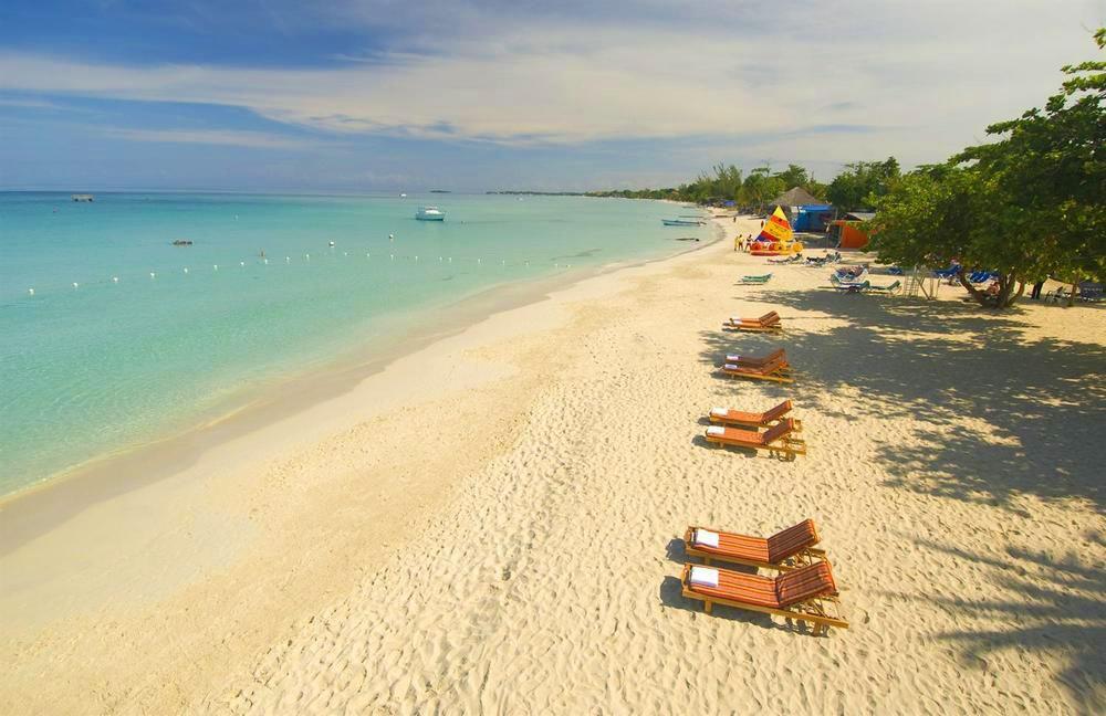 Grand Pineapple Beach