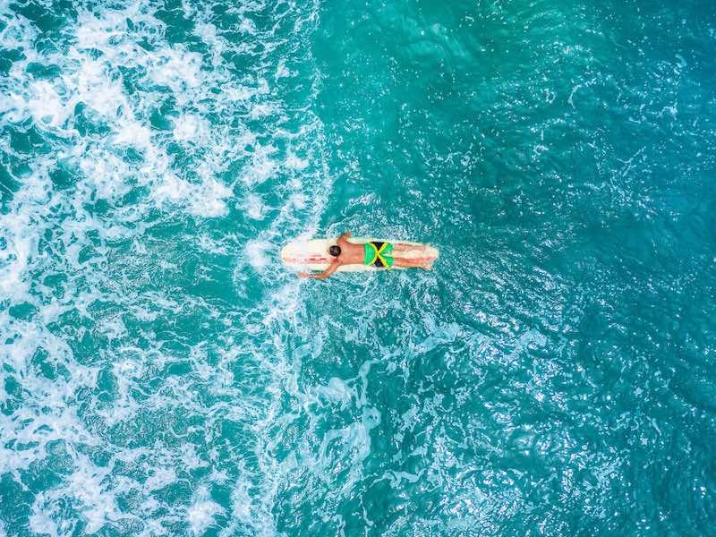 Jamaika auf eigene Faust Wellenreiten